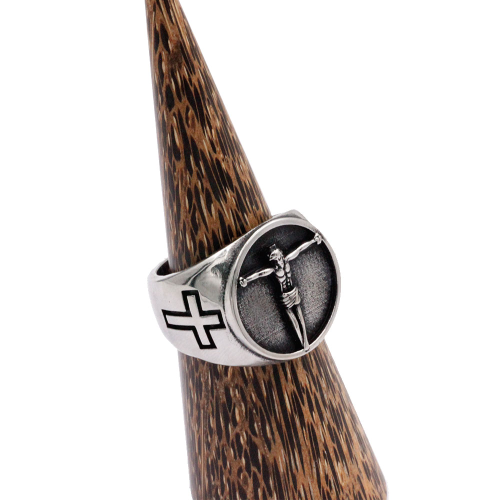 Ring Jesus with Cross at Side