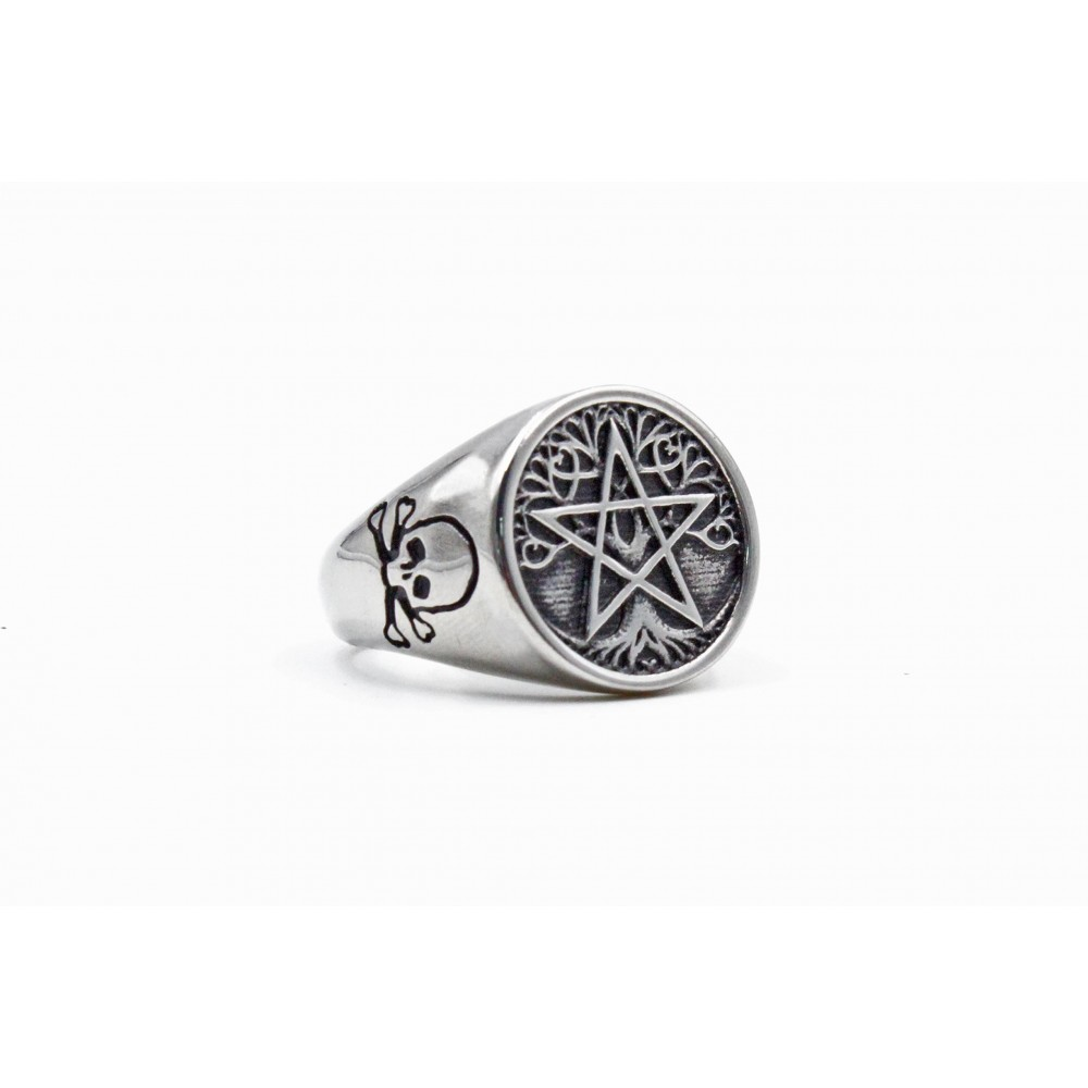 Ring Fice-Pointed Star with Skull and Crossbones at Side