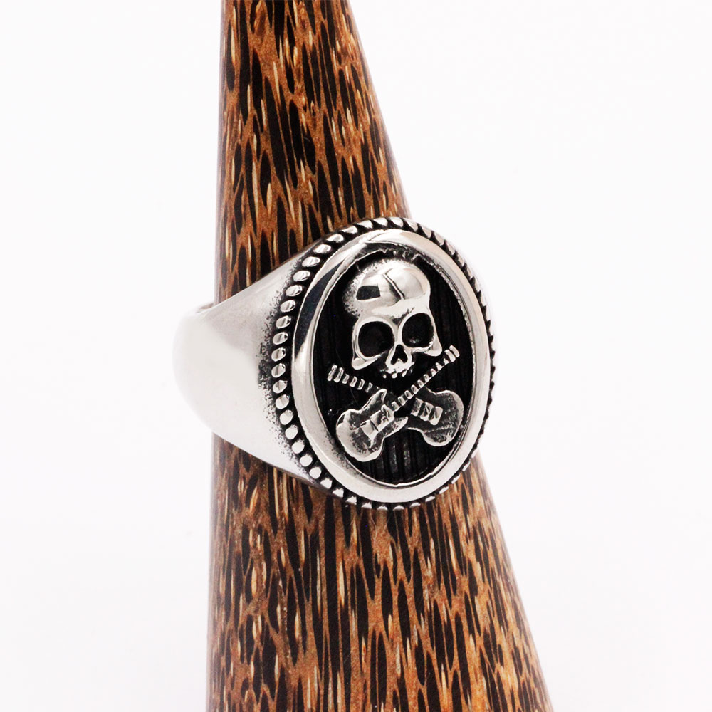 Ring Skull and Guitars