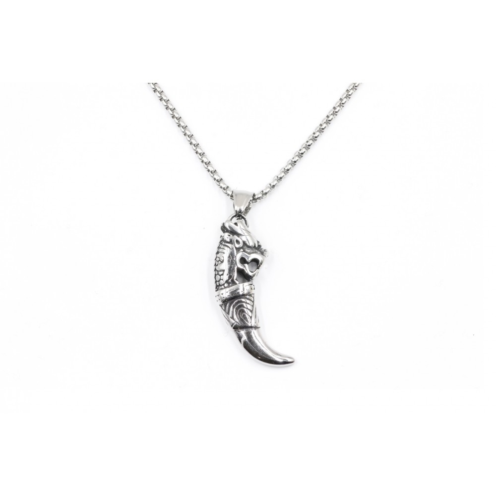 Necklace in the shape of skull and long feather